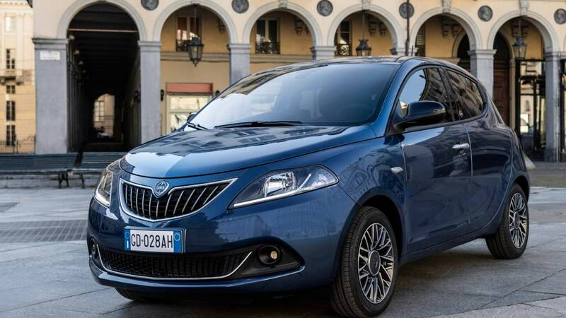 Lancia Ypsilon: aesthetic update and only ecochic engines