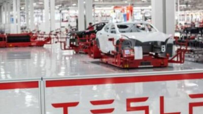 Tesla, trouble for the company due to a layoff