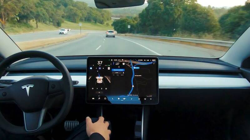 Tesla Autopilot wins over GM Supercruise: here is the reason