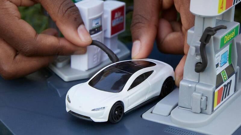 Mattel presenta Matchbox Tesla Roadster, …
