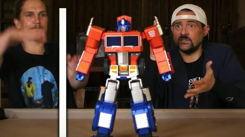 Hasbro, $ 700 Optimus Prime is coming that transforms itself