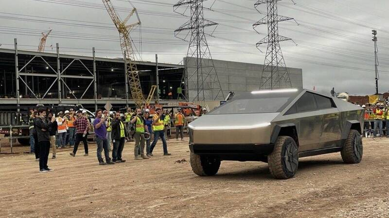 New Tesla Cybertruck sighting at Gigafactory in Texas