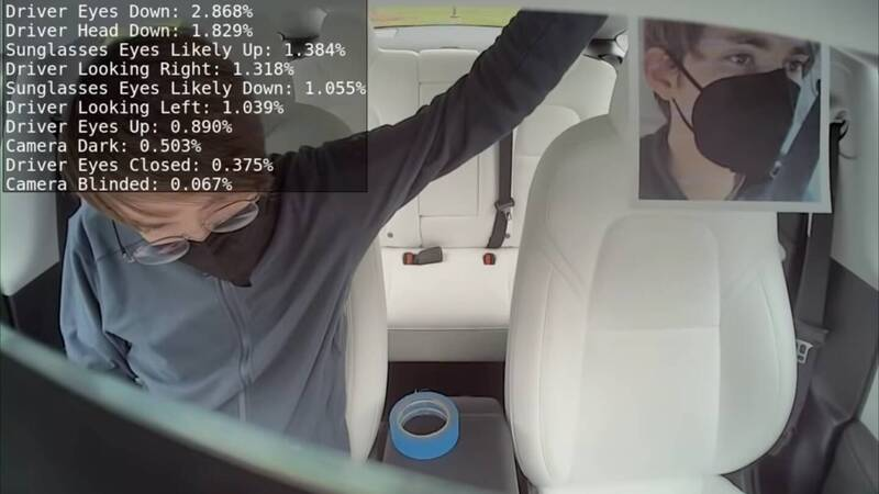 Tesla monitors the driver's attention in real time