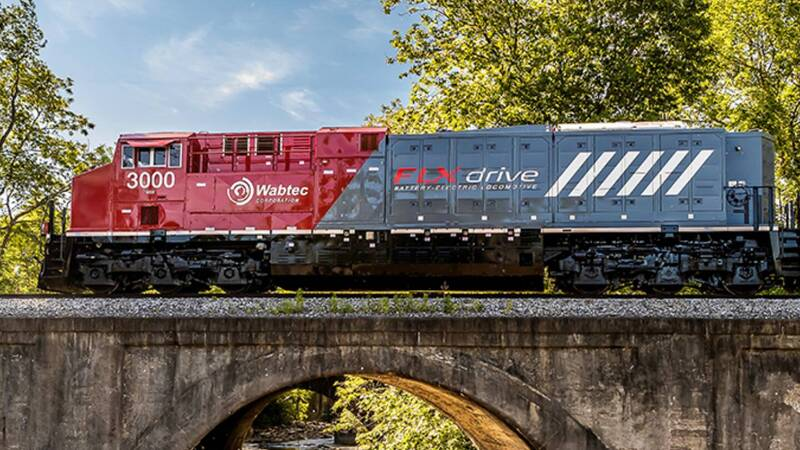 FLXdrive, the first battery-powered locomotive makes its debut in the USA