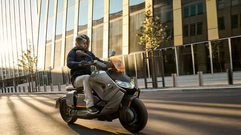 New electric scooter BMW CE 04, sensational autonomy